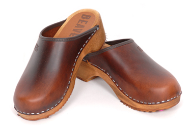 How to wear clogs